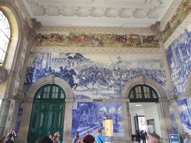 Desenho em azulejo da Estação São Bento - Porto - Portugal