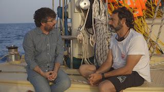 Jordi Évole y Óscar Camps charlando en el Astral