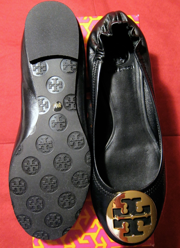 c82e371391d The bottom of the flats are covered with the Tory Burch logo
