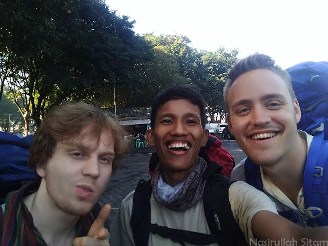 Bersama Pitrus dan David teman dari Swedia