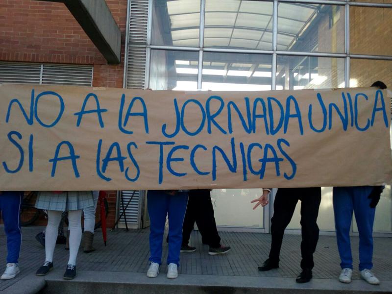 Estudiantes del colegio Laureano Gómez se toman la institución