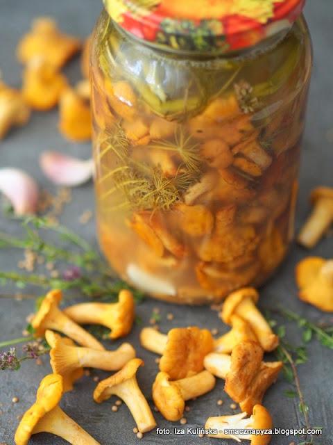 kurki kiszone, kureczki, kiszone grzyby, grzybki, grzybobranie, kiszenie grzybow, przetwory z grzybow, pieprzniki jadalne, jak zakisic kurki