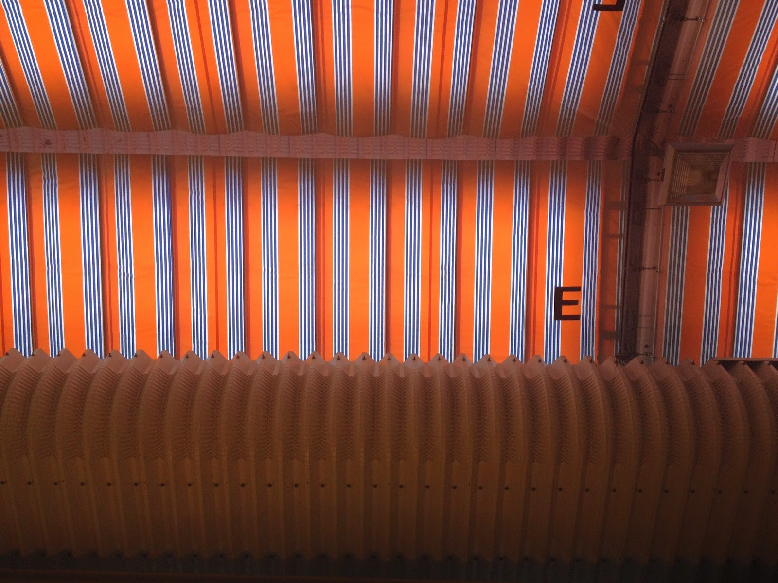 近江超市場の天井
