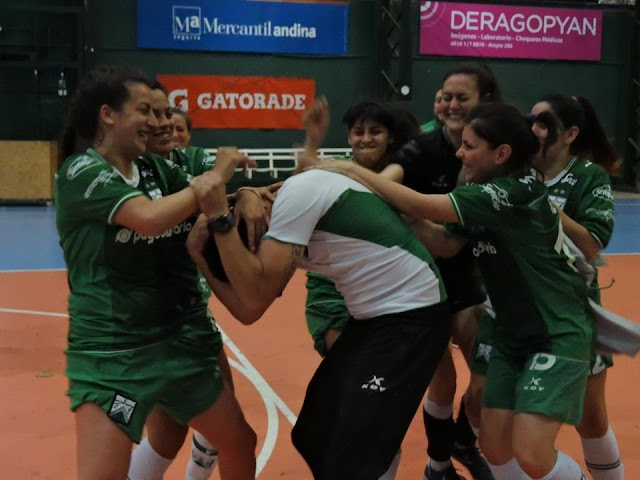 Las pibas de Futsal gritaron CAMPEONAS !!!