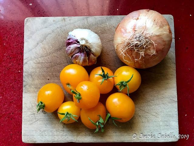 tomates-amarillos-ajos-cebolla