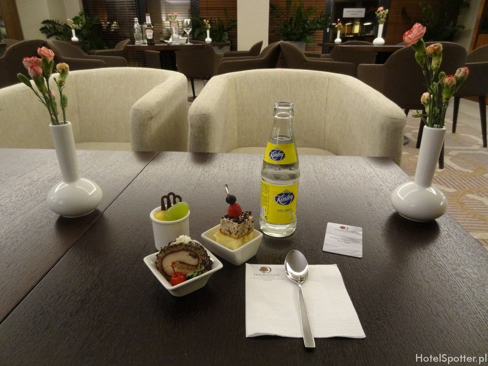 Salonik Executive Lounge w DoubleTree by Hilton Warsaw - slodkosci