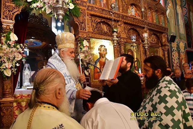 Θεία Λειτουργία και Χειροθεσία από τον Μητροπολίτη Αργολίδας στον Ι.Ν. Αγίων Κωνσταντίνου και Ελένης στο Ναύπλιο