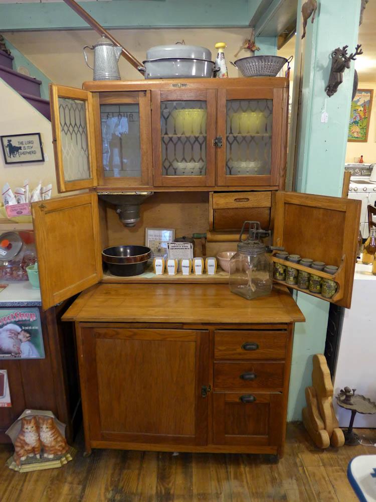 Charmant 1910 Napanee Early Oak Hoosier Style Cabinet