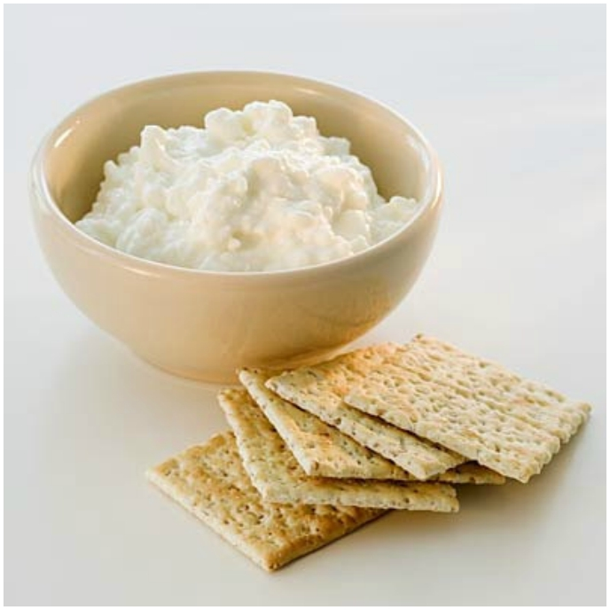 Wheat Thins and cottage cheese