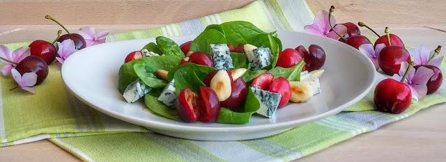insalata di spinacino, ciliegie e gorgonzola