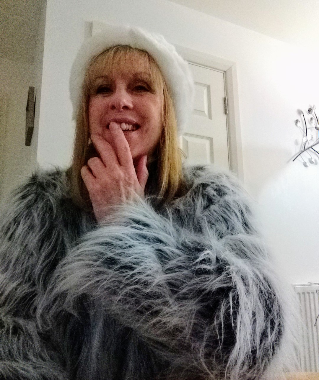SewAngelicThreads: HOW I MADE MY FAUX FUR HAT AND JACKET A Minerva