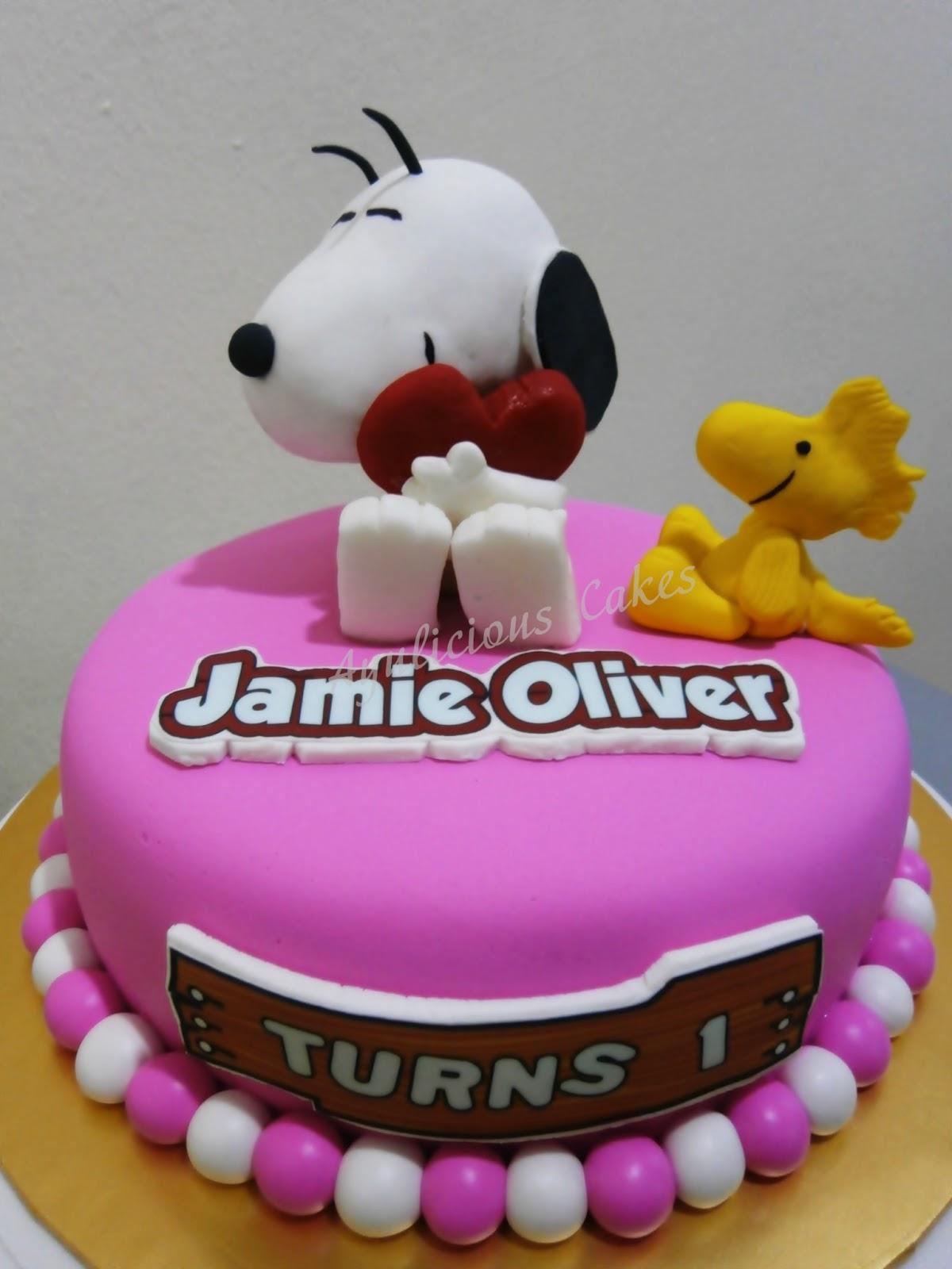 Pin Fondant Snoopy Cake