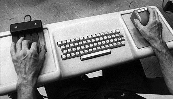 Dispositivos utilizados en la demostración de Douglas Engelbart.