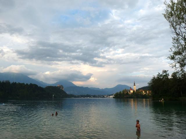 Foto del Lago Bled y el Castillo Bled. Ruta en autocaravana por Eslovenia | caravaneros.com