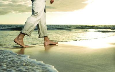 jalan santai ditepi pantai