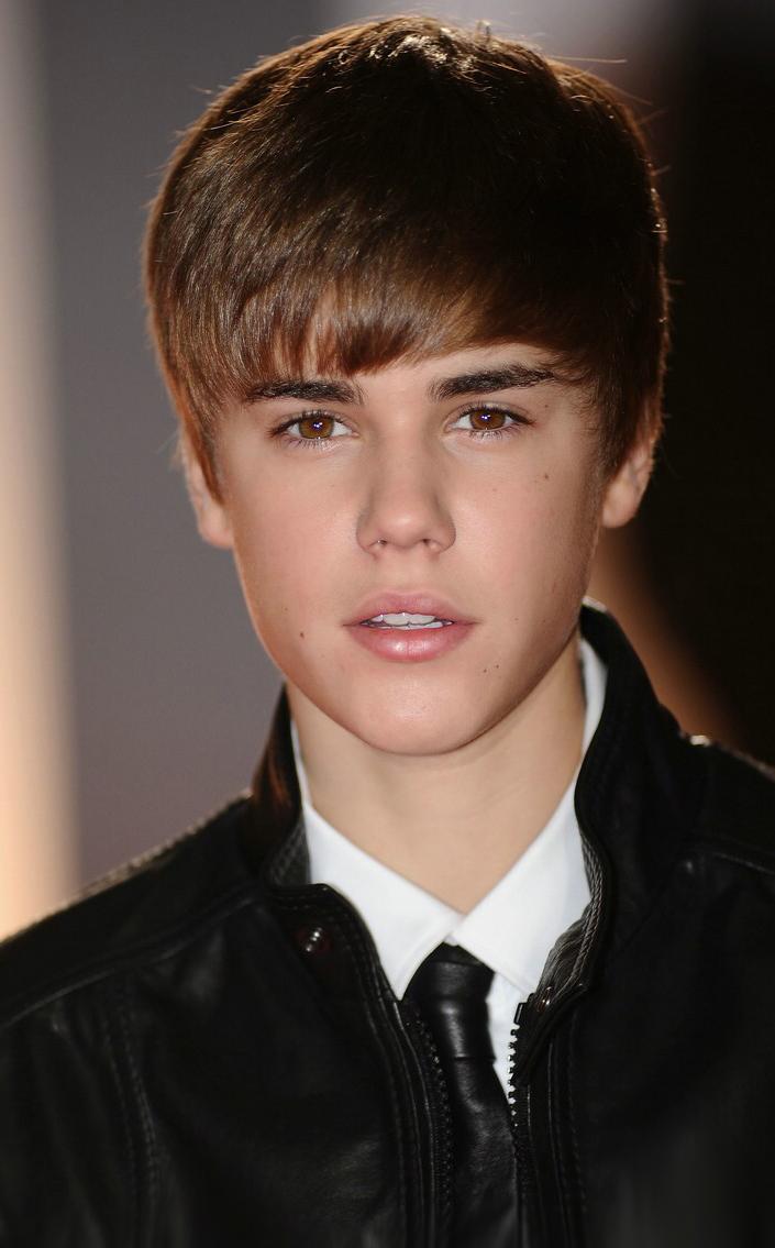 Justin Bieber-The Beautiful Young Singer Biography,Photos