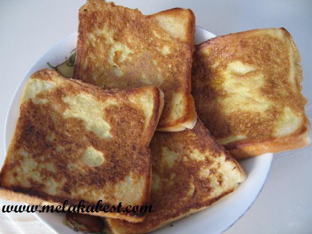 Golden+fried+egg+++bread.JPG