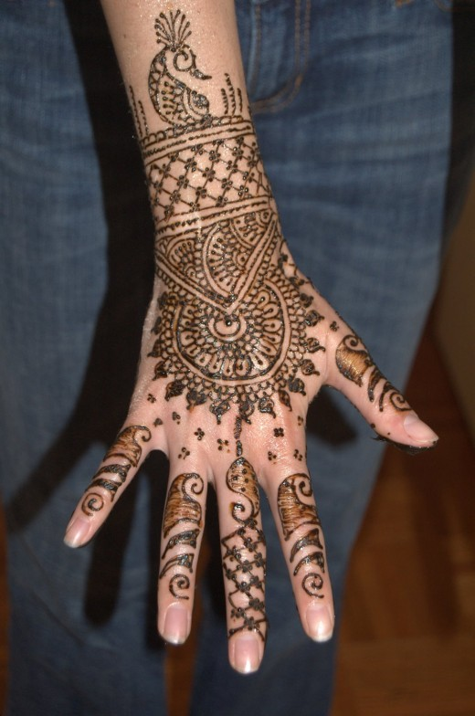 Traditional Henna Designs: Celebrity Beauty Picture Wallpaper