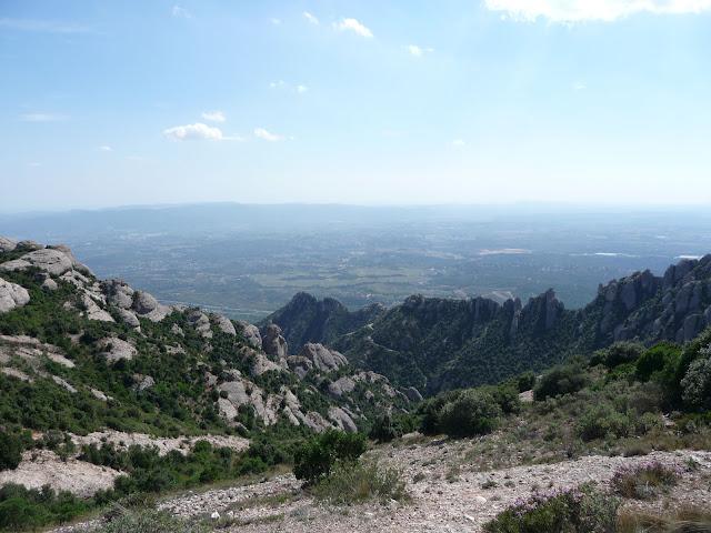Можно стоять и часами любоваться на красоту Земли с высоты горы Монсеррат.