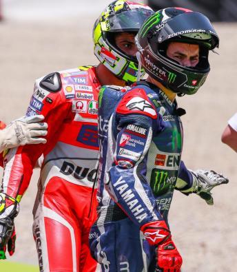 Lorenzo : Setelah Menabrak, Iannone Tak Minta Maaf, Malah Menanyakan Kondisi Motor