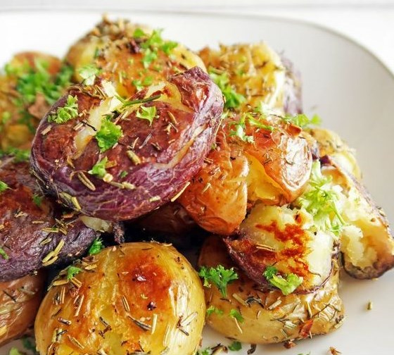 CRISPY GARLIC SMASHED BABY POTATOES #Vegan #Garlic