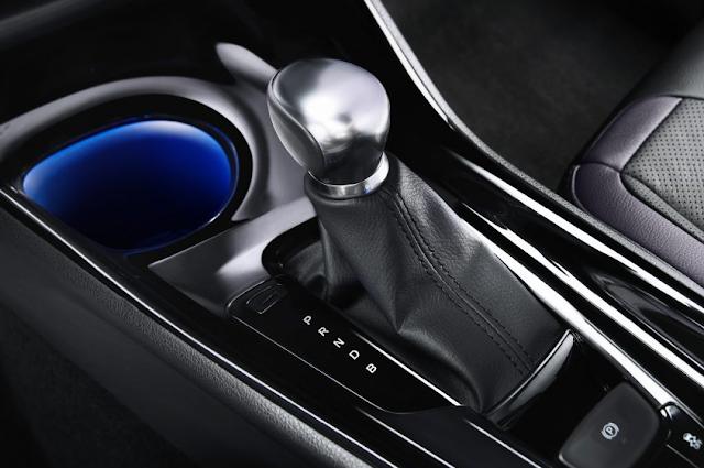 Konsol Tengah dan Sistem Transmisi Toyota C-HR