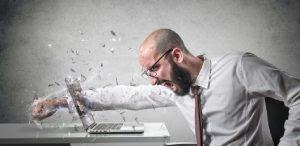 كيف تتخلص من العصبية ؟..وما هى طرق العلاج منها رجل عصبى يكسر شاشو الكمبيوتر nervous man break computer monitor