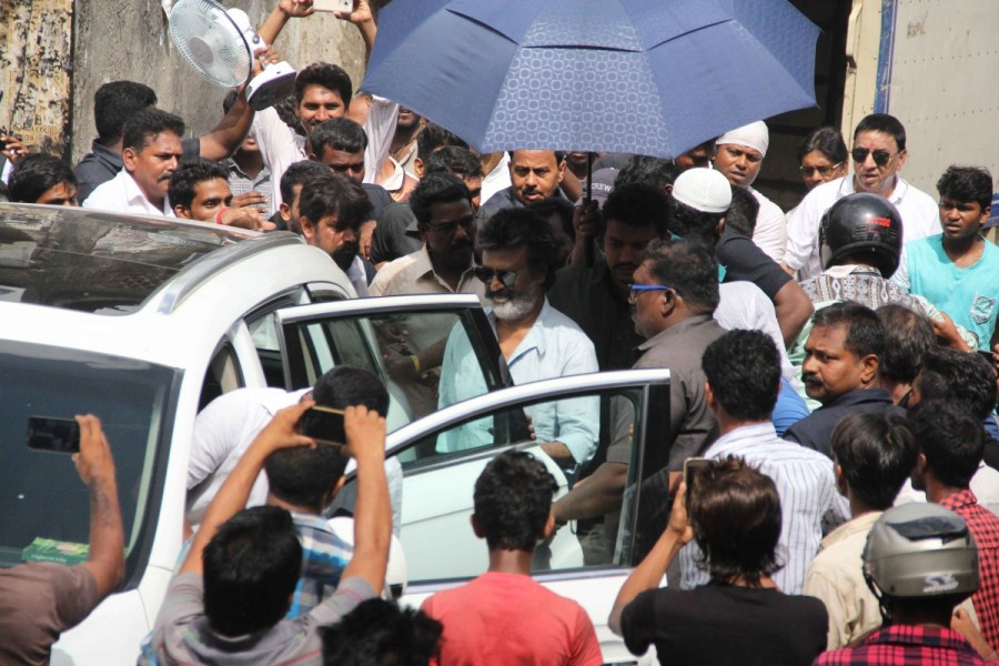 Rajinikanth Snapped when Shooting Kaala Karikaalan In Mumbai