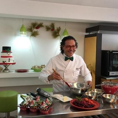 El Señor Jacobo atendiendo su restaurante en Cúcuta