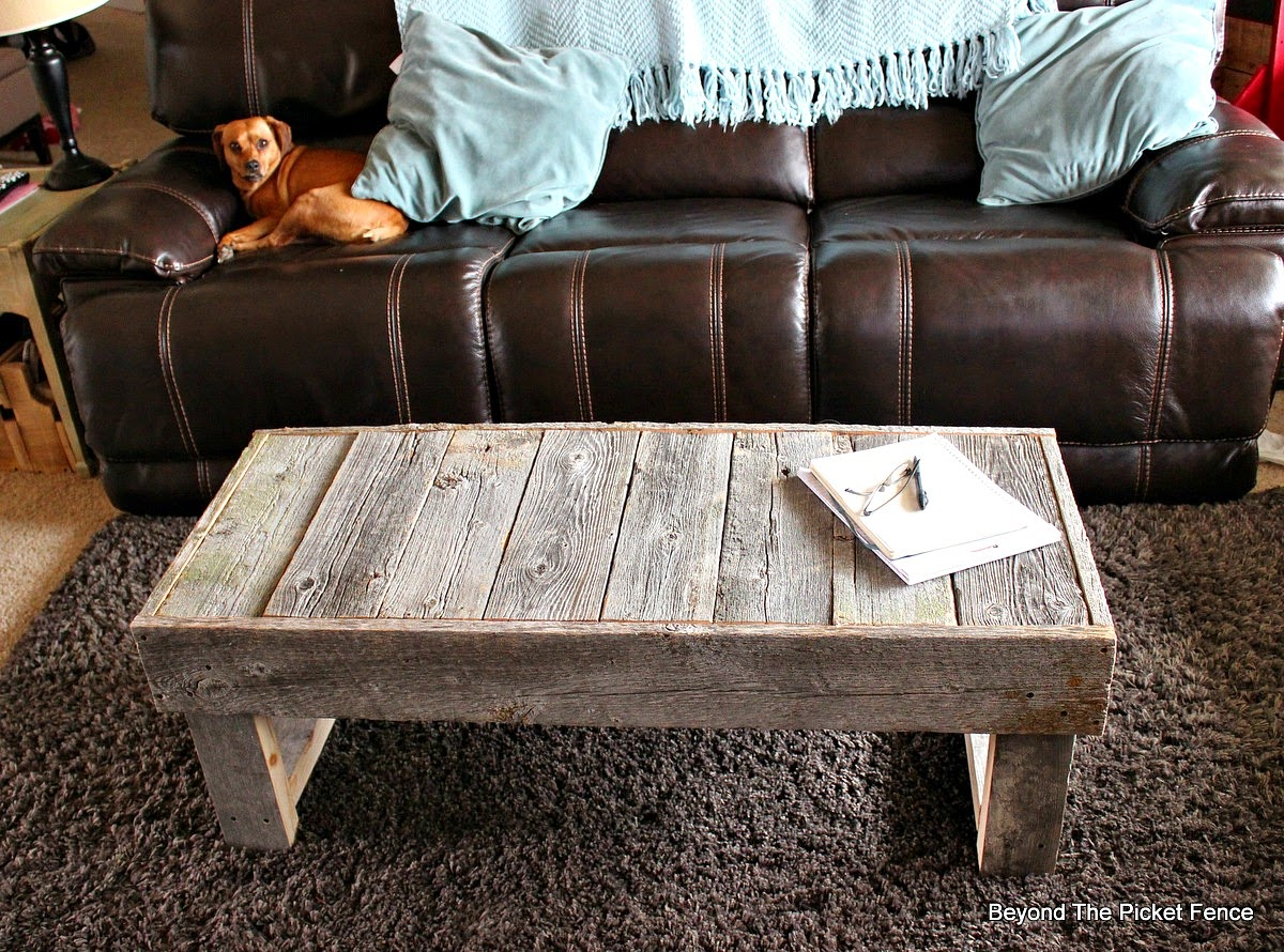 Beyond the Picket Fence, salvaged wood, barn wood, reclaimed wood furniture, coffee table, http://bec4-beyondthepicketfence.blogspot.com/2015/02/barn-wood-coffee-table-and-change.html