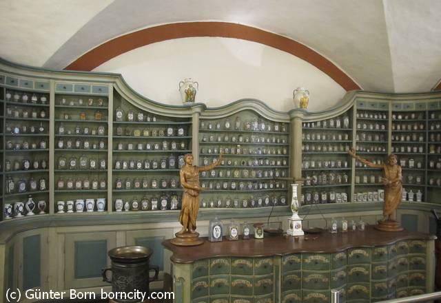 Blick in eine Apotheke / Apothekenmuseum