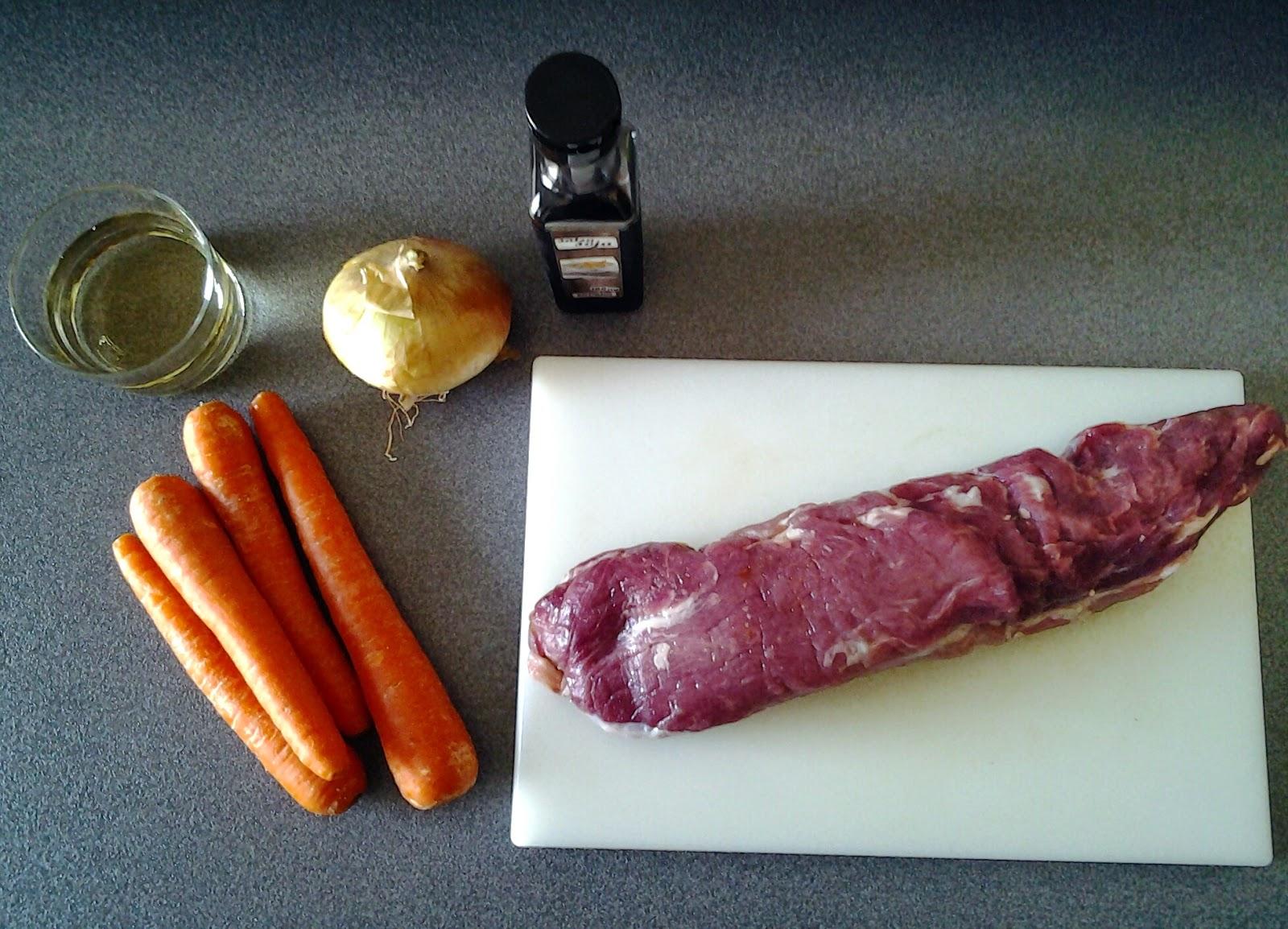 Ingredientes de solomillo en salsa de zanahoria y soja