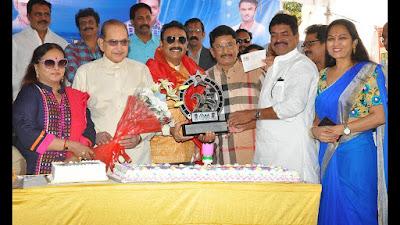 actor-Naresh-birthday-celebrations-37