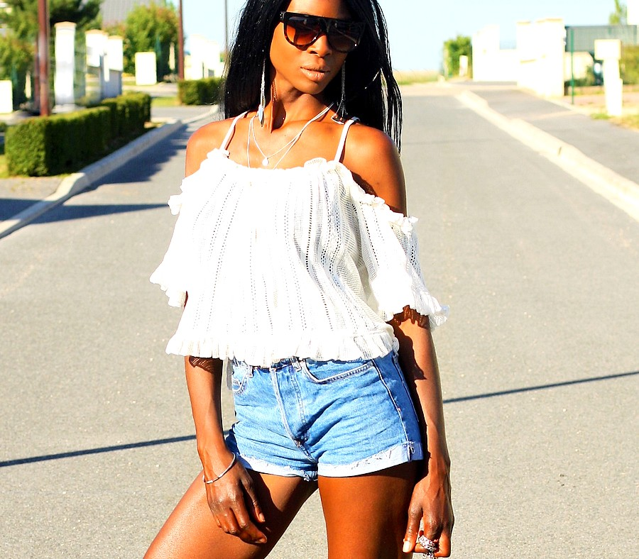 top-epaules-denudees-short-jeans-taille-haute