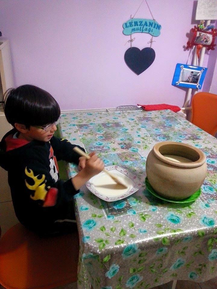 Evde Çocuklarla Yapılacak Aktivitelerden Yoğurt Mayalama
