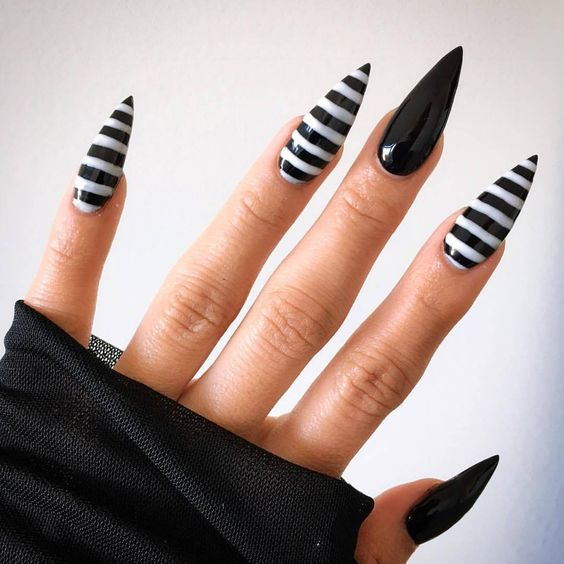 Black-Halloween-Nail-arts-design