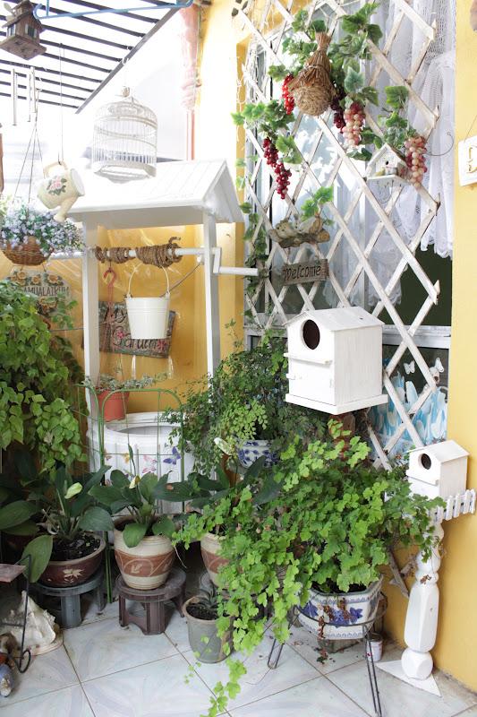 Kat Bahagian Pintu Masuk Rumah Acik Ala Penuh Dengan Pokok2 Bunga Ni Rajin Juga Berkebun Macam2 Yg Ditanam Nya Best Sudut Tu Ada Perigi