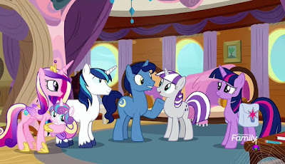 Twilight and her family aboard the zeppelin