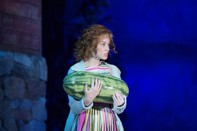 Dirty Dancing scene where Baby carries a watermelon