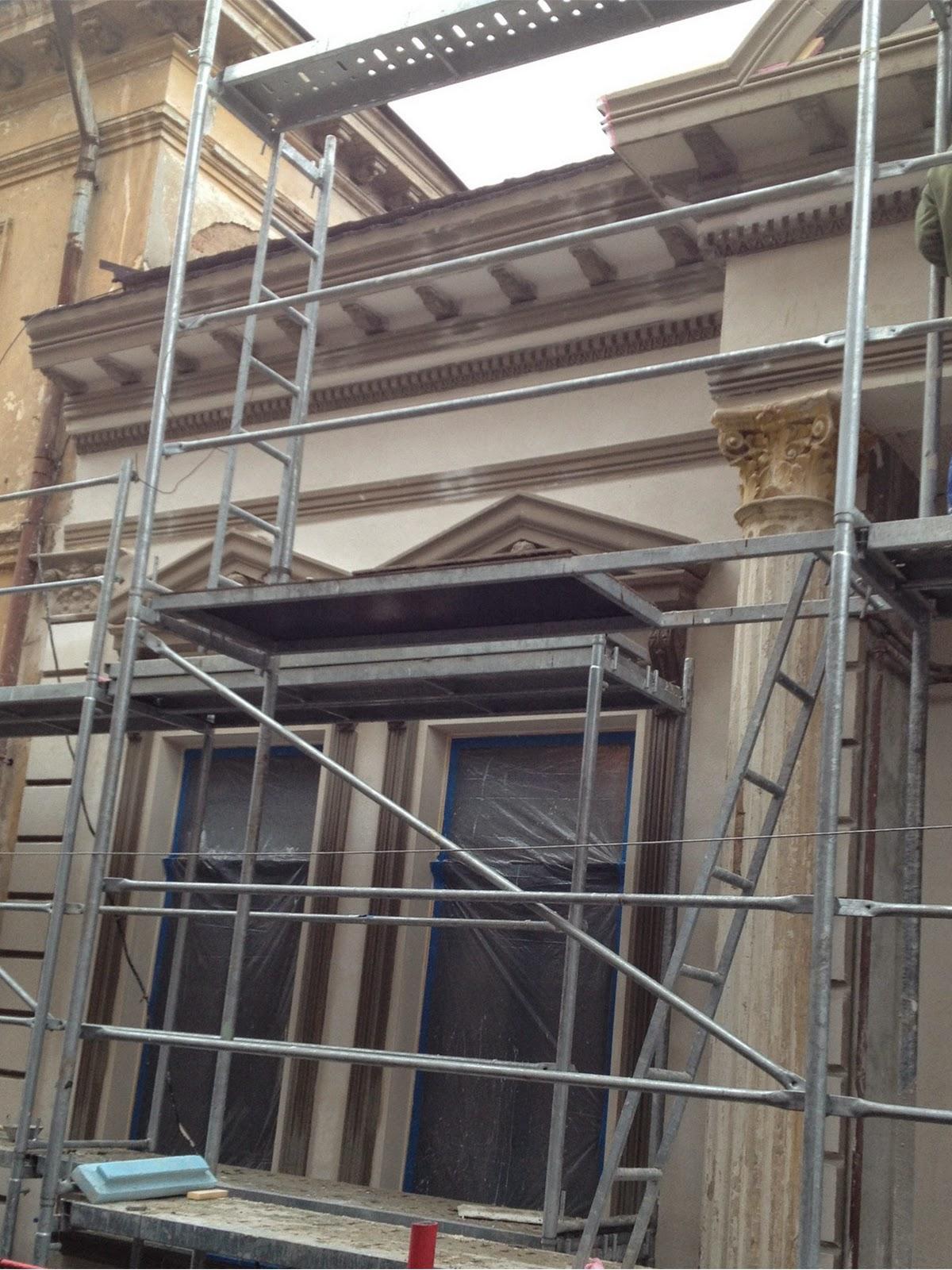 Profile polistiren montate pe cladiri vechi din Bucuresti