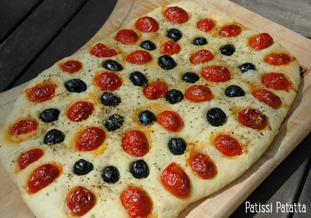 recette de focaccia, pain focaccia, pain italien, italian bread, pain et tomates cerises, pain pour l'apéro