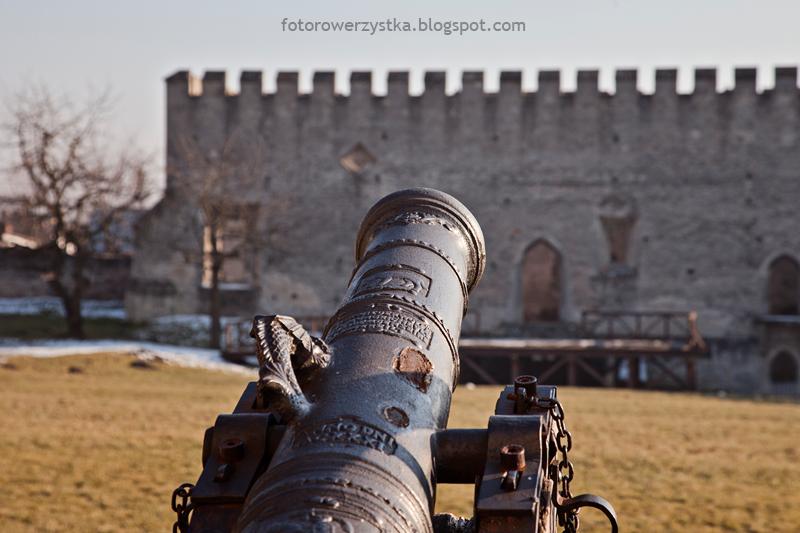 Szydłów, armata, zamek, mury obronne, świętokrzyskie