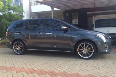 Exterior Mazda 8