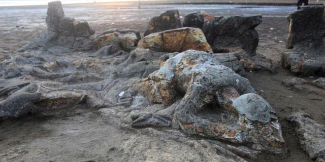 Pantai Air Manis Batu Malin Kundang