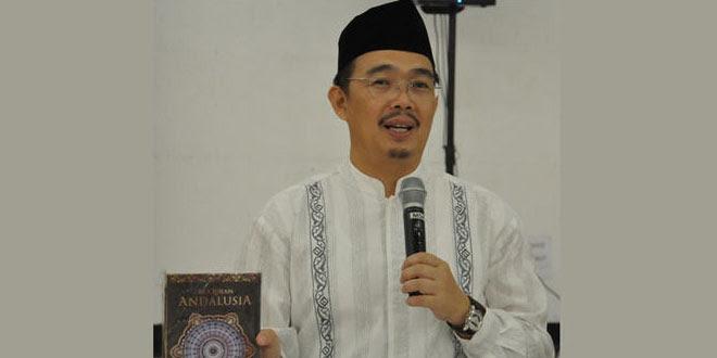 """Lahir dengan Nama """"Nio Cwan Chung"""", Inilah Profil Lengkap Pakar Ekonomi Islam Dr Syafi'i Antonio"""