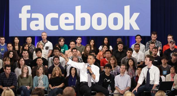O Facebook deveria deixar claro que os democratas e republicanos beneficiaram-se de práticas questionáveis de captura de dados, disse o senador Thom Tillis.