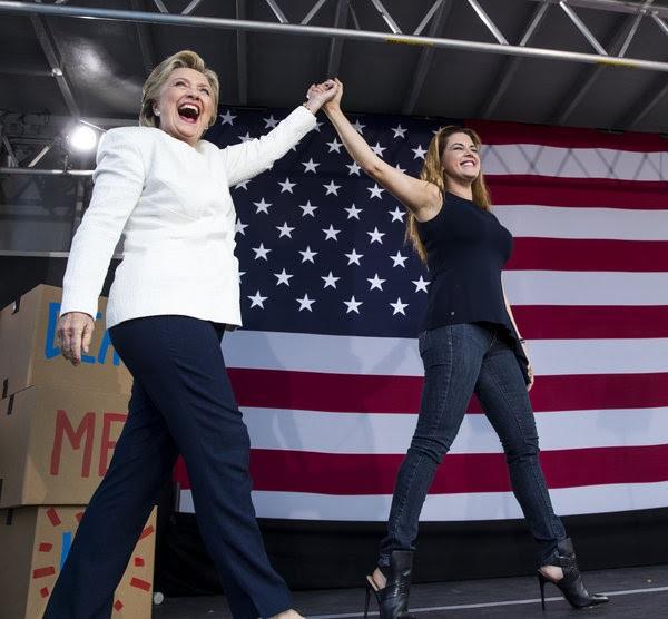 Clinton hace campaña en Florida junto a Alicia Machado