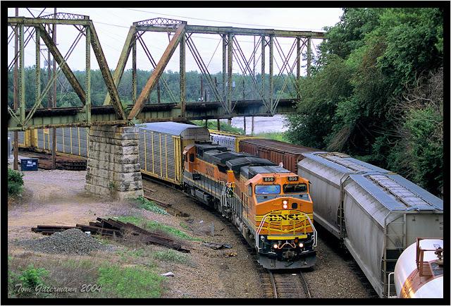 BNSF 856 - Gooseneck - West Bottoms - Kansas City - May 2004