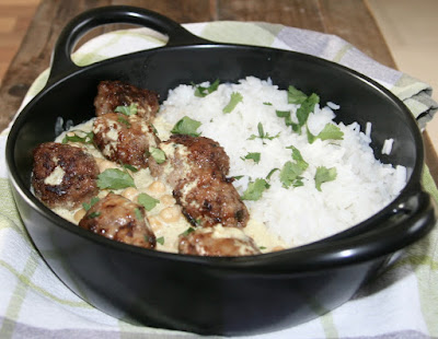 "alt=""boulettes et pois chiches au curry"""