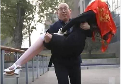 Chinese man marries a robot.png